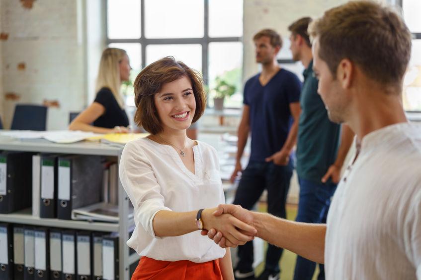 Hoe onthaalt u een nieuwe werknemer op de eerste werkdag?
